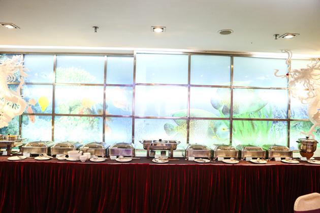 Tiệc Buffet trưa cao cấp tại Khách sạn Quốc tế Bảo Sơn