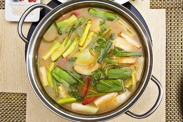 Lẩu hải sản, bạch tuộc nướng cho 04 người tại Nhà hàng Chiêm